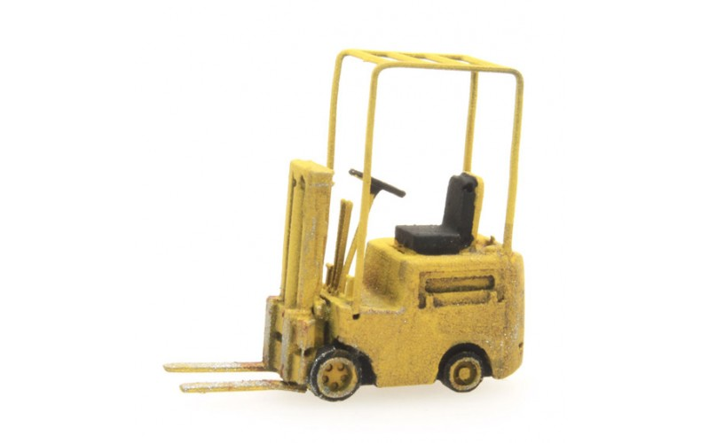 316048 Painted Forklift Yellow (N scale 1/160th)