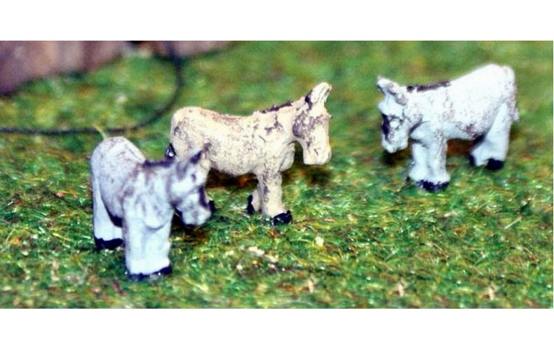 A108 3 Assorted Donkeys (unharnessed) Unpainted Kit N Scale 1:148