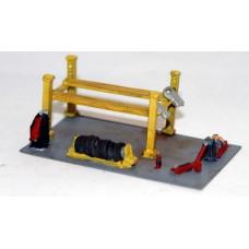 A122 Garage Accessories 4 Pillar Ramp Unpainted Kit N Scale 1:148
