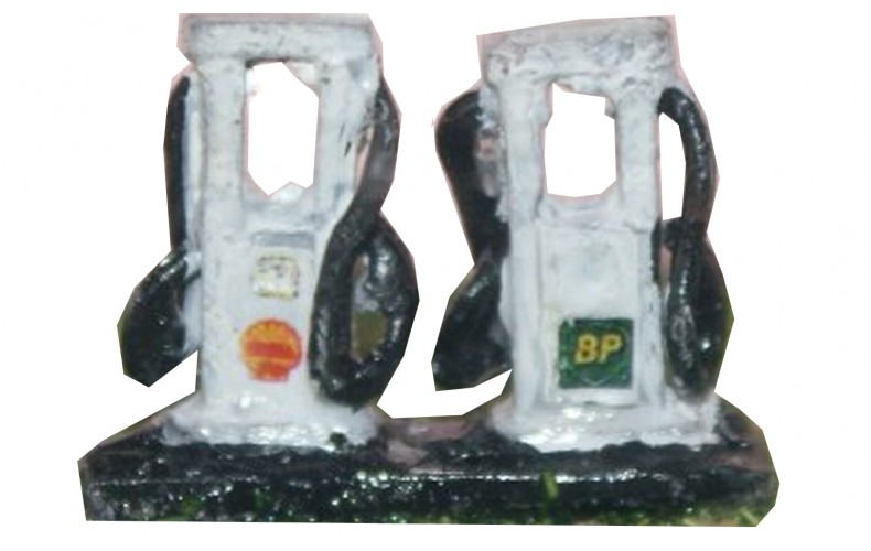 A128 2 x Modern Petrol Pumps with artwork Unpainted Kit N Scale 1:148