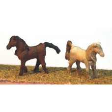 A59p Painted 2 Plain Horses (unharnessed)  N Scale 1:148