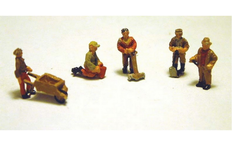 A93 5 x Gardeners & Equipment  Unpainted Kit N Scale 1:148