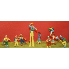CIR1 8 Clowns - assorted Unpainted Kit OO Scale 1:76
