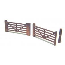 F105b 2 off Small 5 bar farm gate/drive gate F105b Unpainted Kit OO Scale 1:76