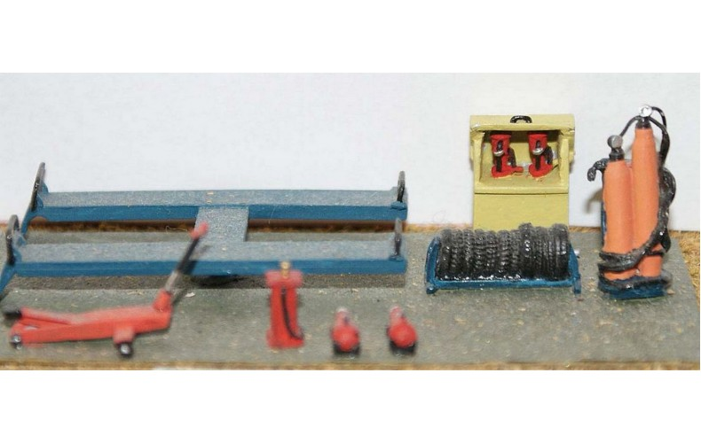 F116a Garage Workshop-Forecourt fittings F116a Unpainted Kit OO Scale 1:76