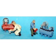 F116c 2 compressors & figures (spray gun wheel wrench) Unpainted Kit OO Scale 1:76