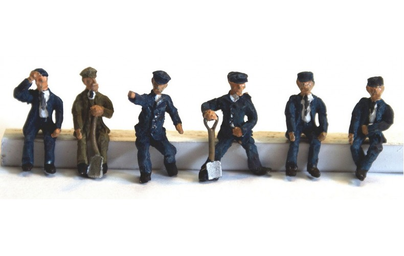 F119ap Painted 6 Seated Engine Crew OO 1:76 Scale Model Kit