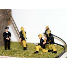 F134ap3 Painted 1970/80's Firefighters (black/yellow) OO 1:76 Scale Model Kit