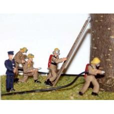 F134ap Painted Modern Firefighters (brown uniform) OO 1:76 Scale Model Kit