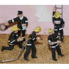 F134p Painted 5 Assorted Firemen Action Figures OO 1:76 Scale Model Kit