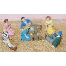 F135 6 Picnic-lounging figures Unpainted Kit OO Scale 1:76