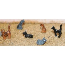 F144p Painted 6 assorted Cats OO Scale 1:76 Painted Model