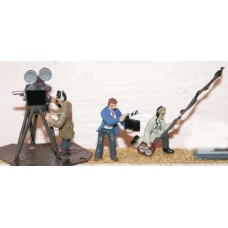 F151 Film Camera and Sound Crew Unpainted Kit OO Scale 1:76