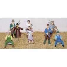 F154 8 assorted Farm figures Unpainted Kit OO Scale 1:76
