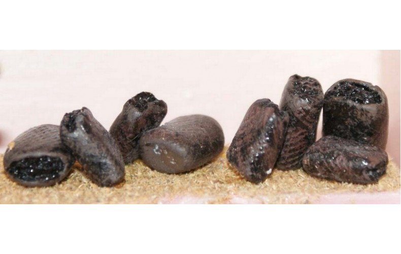 F160 8 coal or potato Sacks F160 Unpainted Kit OO Scale 1:76
