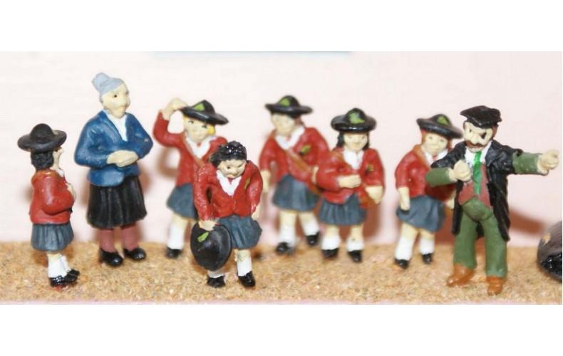 F184p Painted Schoolgirls and teachers OO 1:76 Scale Model Kit