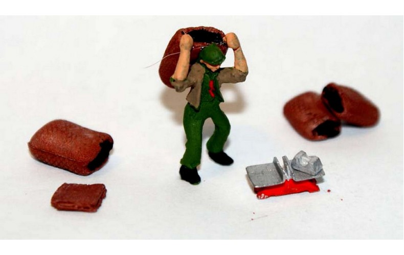 F235p Painted Coalman carring sack, coalsacks and scales OO 1:76 Scale Model Kit