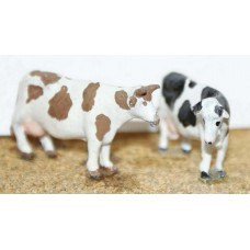 F68p Painted 2 Freisan Cows (patched brown/white) OO Scale 1:76 Painted Model