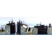 F6a Canal-narrow lock gates & sundries Unpainted Kit OO Scale 1:76