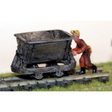 J25 Mining ore/tipper truck and mine figure Unpainted Kit OO Scale 1:76