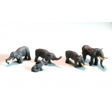 NZ1 Zoo Elephants x 4 and one baby elephant Unpainted Kit N Scale 1:148