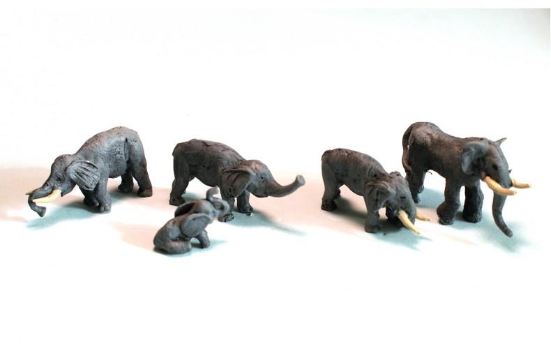 NZ1 Zoo Elephants x 4 and one baby elephant Unpainted Kit N Scale 1:148