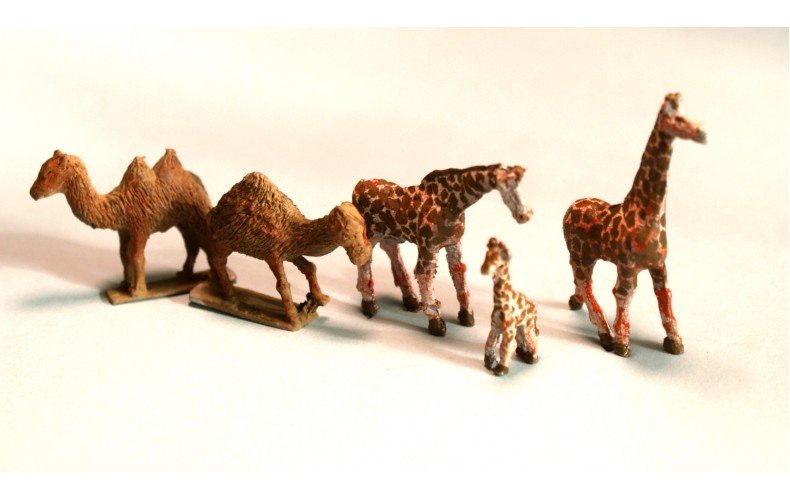 NZ2 Zoo Plains Animals Giraffes and Camels Unpainted Kit N Scale 1:148