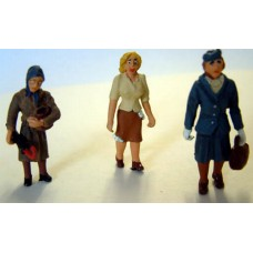 OF18 3 50's Women standing/shopping Unpainted Kit O Scale 1:43