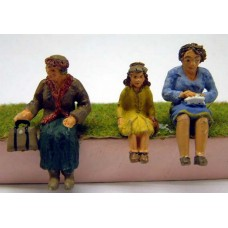 OF23 3 seated Women Unpainted Kit O Scale 1:43
