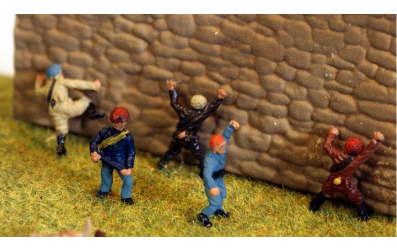 TT4 5 Rock Climbers 3mm UNPAINTED TT Scale