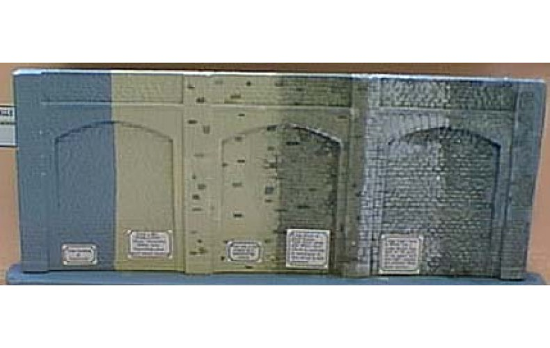 V13a Tall Stone Embankment Wall OO scale 1/76th