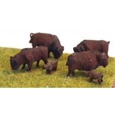 Z012 4 x Bison/Buffalo & 2 x Calves (OO scale 1/76th)