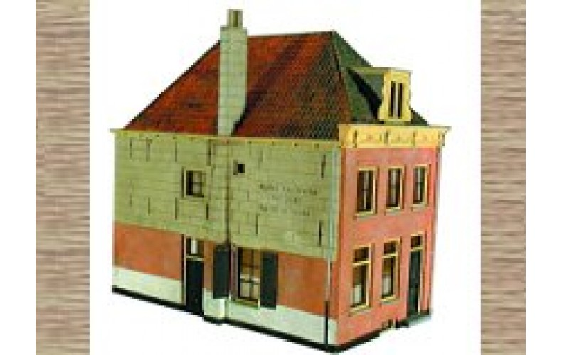 10167 Shop front or house 18th century styling (OO/HO Scale 1/87th)