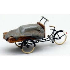 3876 Painted Delivery Tricycle with canvas covered load (OO/HO Scale 1/87th)